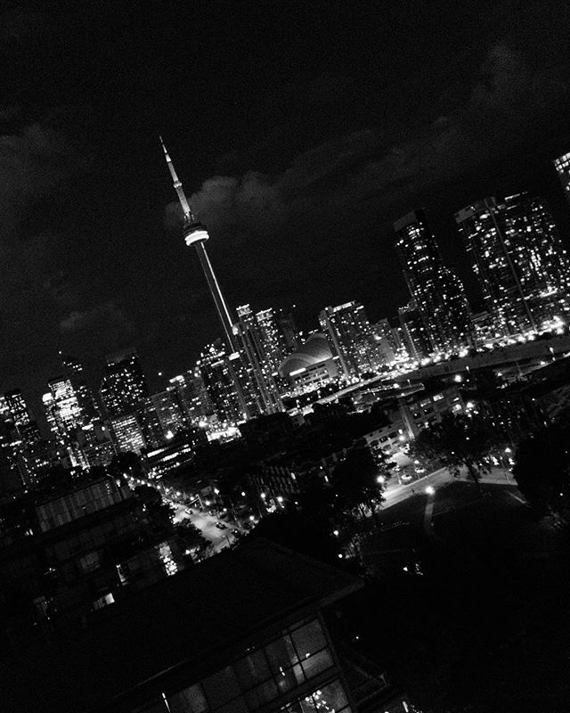 || V.I.E.W.S. || #6ix #Toronto #Canada150 #MemoirsOfToronto #NarcityToronto #SeeTorontoNow #StreetsOfToronto #DiscoverON #views #bw #bnw #blackandwhite #instablackandwhite #all_shots #artofvisuals #exklusive_shot #beautifuldestinations #nothingisordinary #exploreeverything #ig_today  #roamtheplanet #awesome_photographers #WeLiveToExplore #eclectic_shotz @amy_yuang #vscoph #iphoneonly #iphoneography #torontophotographer #matviyenko #neontie
