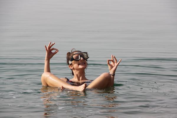 Selena che galleggia