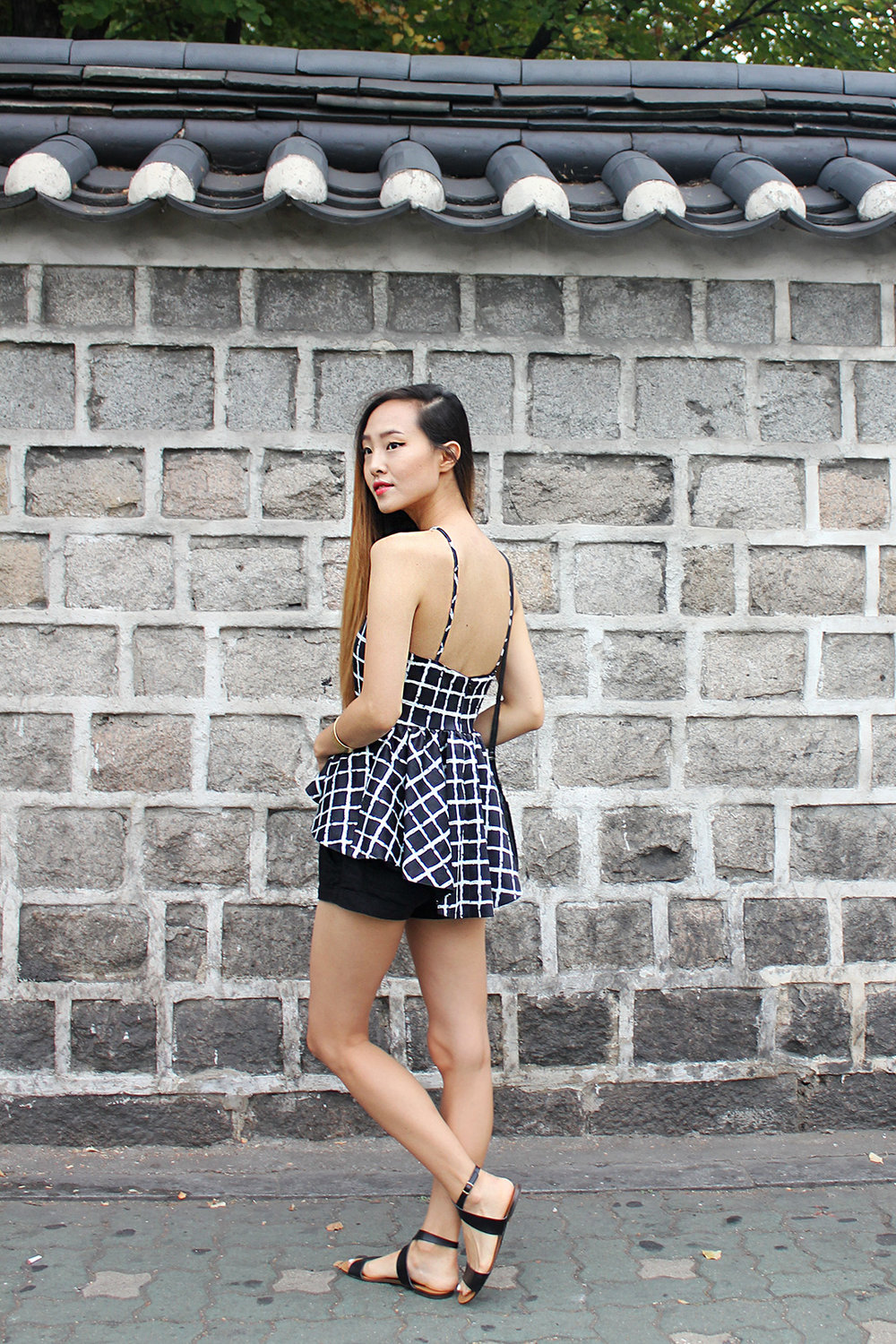 I'm absolutely in love with the traditional Korean stone brick and clay tile wall in Dongdaemun District! Top by Tobi, bracelets by Madewell, shorts by H&M, shoes by J.Crew