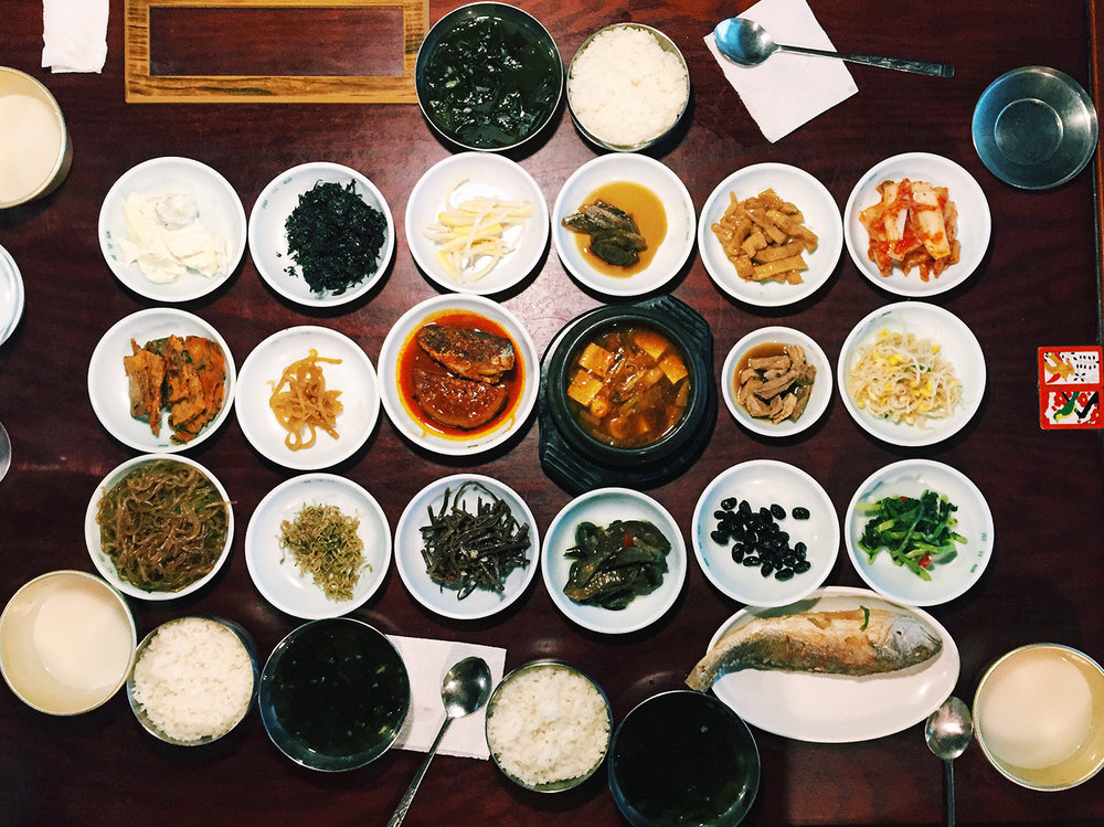 Chugah Jip (처가집)   Info: Hanjeonsik (한정식) is a traditional Korean meal that displays a large variety of banchan, or side dishes. This hanjeongsik features 19 different banchan along with a grilled fish. Address: 69-10 Taepyeong Road 2, Jung-gu, Seoul near City Hall Station 시청역 · 서울시 중구 태평로2가 69-10  Website