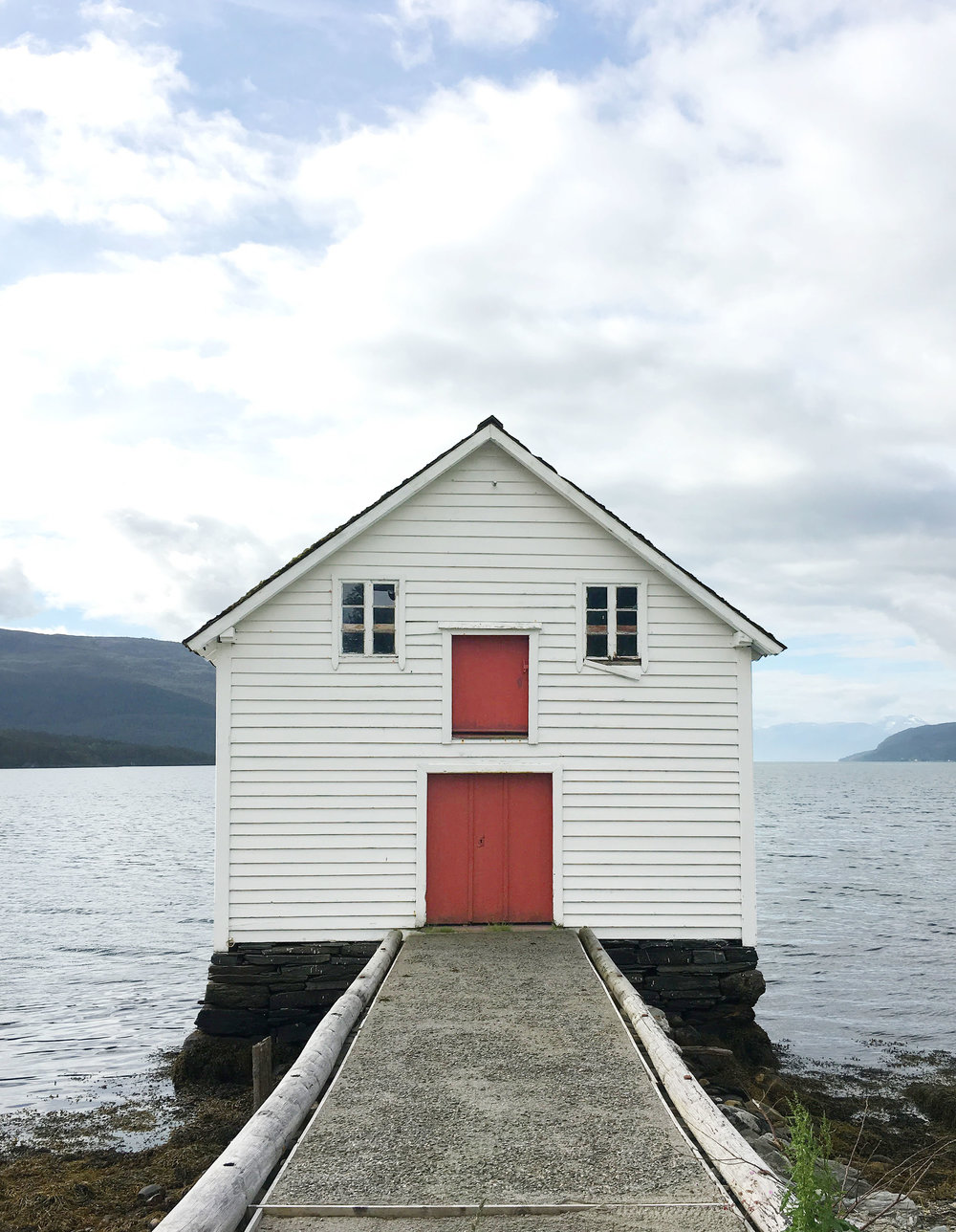 This tiny cottage by a lake is so picture perfect!