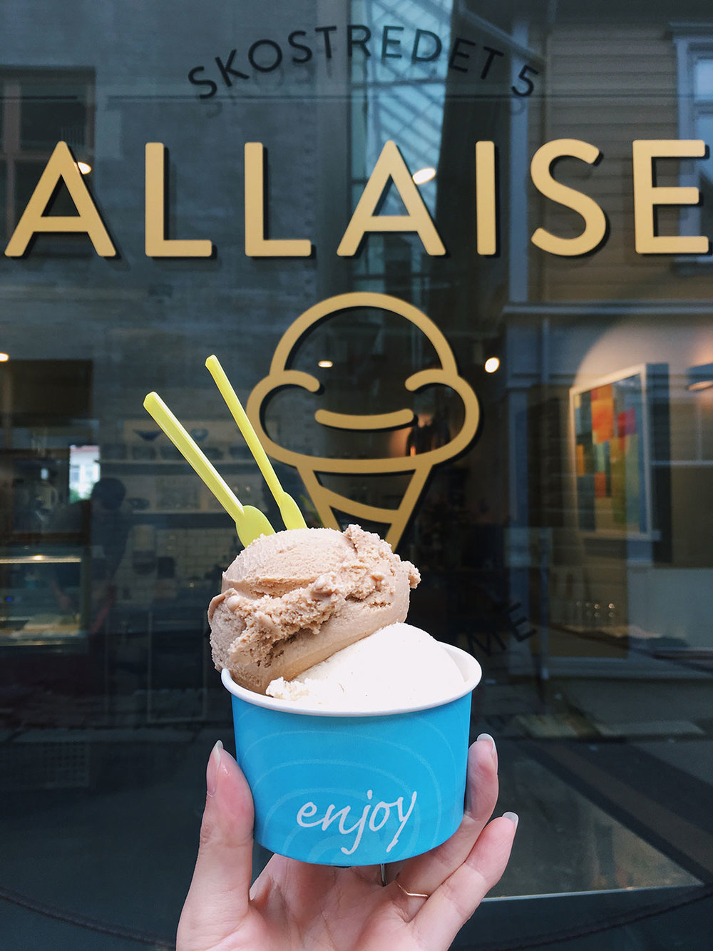 HALLAISEN  If you know me, you know that ice cream is my favorite dessert! The earl grey and cinnamon bun flavors were perfect! Try their affogato as well.  Website:  Here