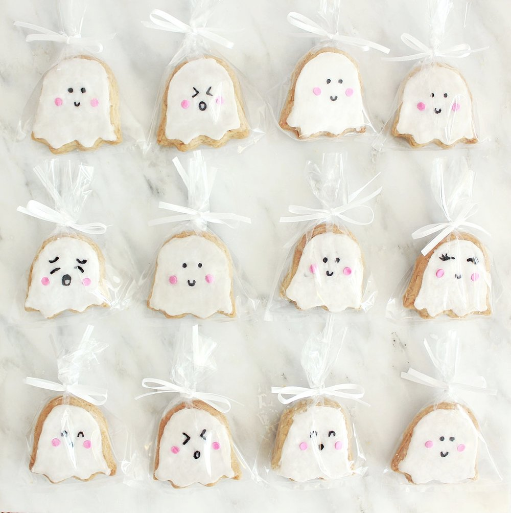 STEP 5 (Optional) - Place a single cookie into each treat bag and tie with a zip tie and a satin ribbon. Place your finished party favors on a pretty tray and let your guests enjoy them!