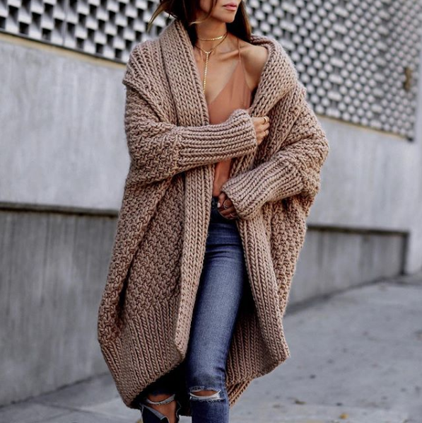 CHUNKY KNIT CARDIGAN - Sasha Simon from @lolariostyle looks divine in the Moss Oversized Cardigan from I Love Mr. Mittens. She proves that the chunkier and bigger the cardigan, the better! It looks so cozy!