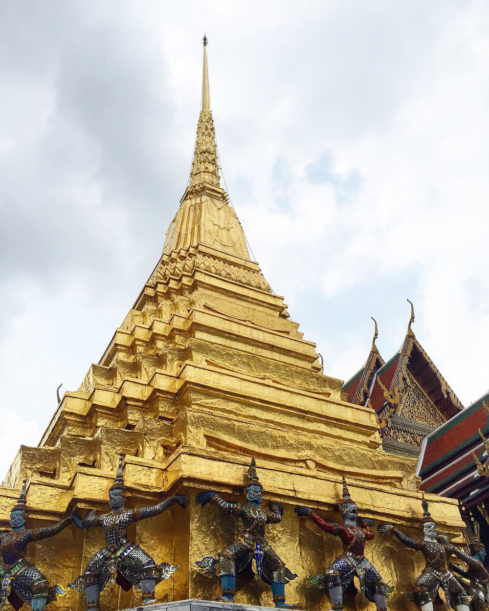 WAT PHRA KAEW (TEMPLE OF THE EMERALD BUDDHA):    Wat Phra Kaew   is the most important Buddhist temple in Thailand. When visiting the temple, make sure to wear long pants or a long skirt as they enforce a strict dress code. They also have pants to rent for a small fee.