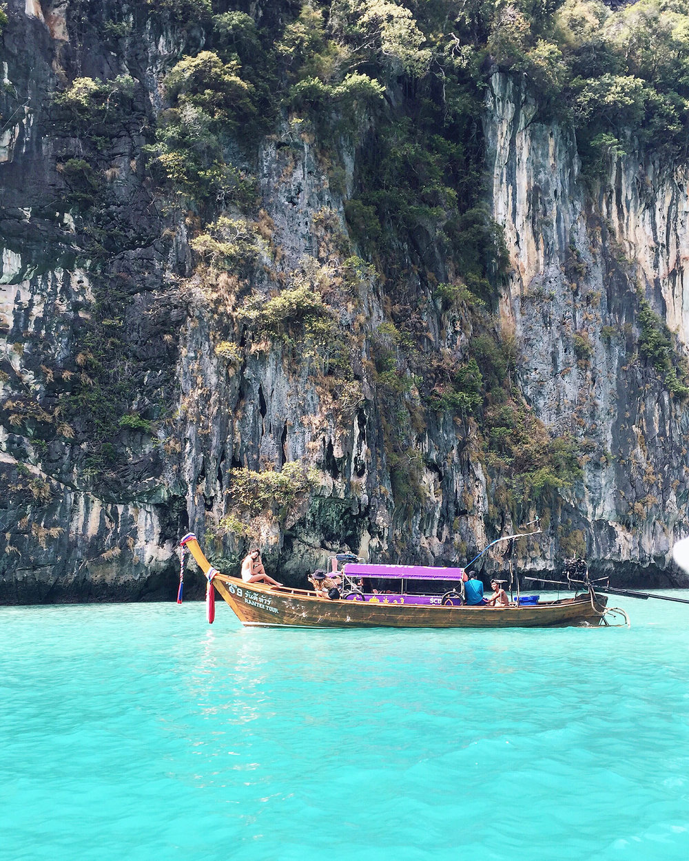 The beautiful aquamarine waters of Ko Phi Phi (Phi Phi Islands)