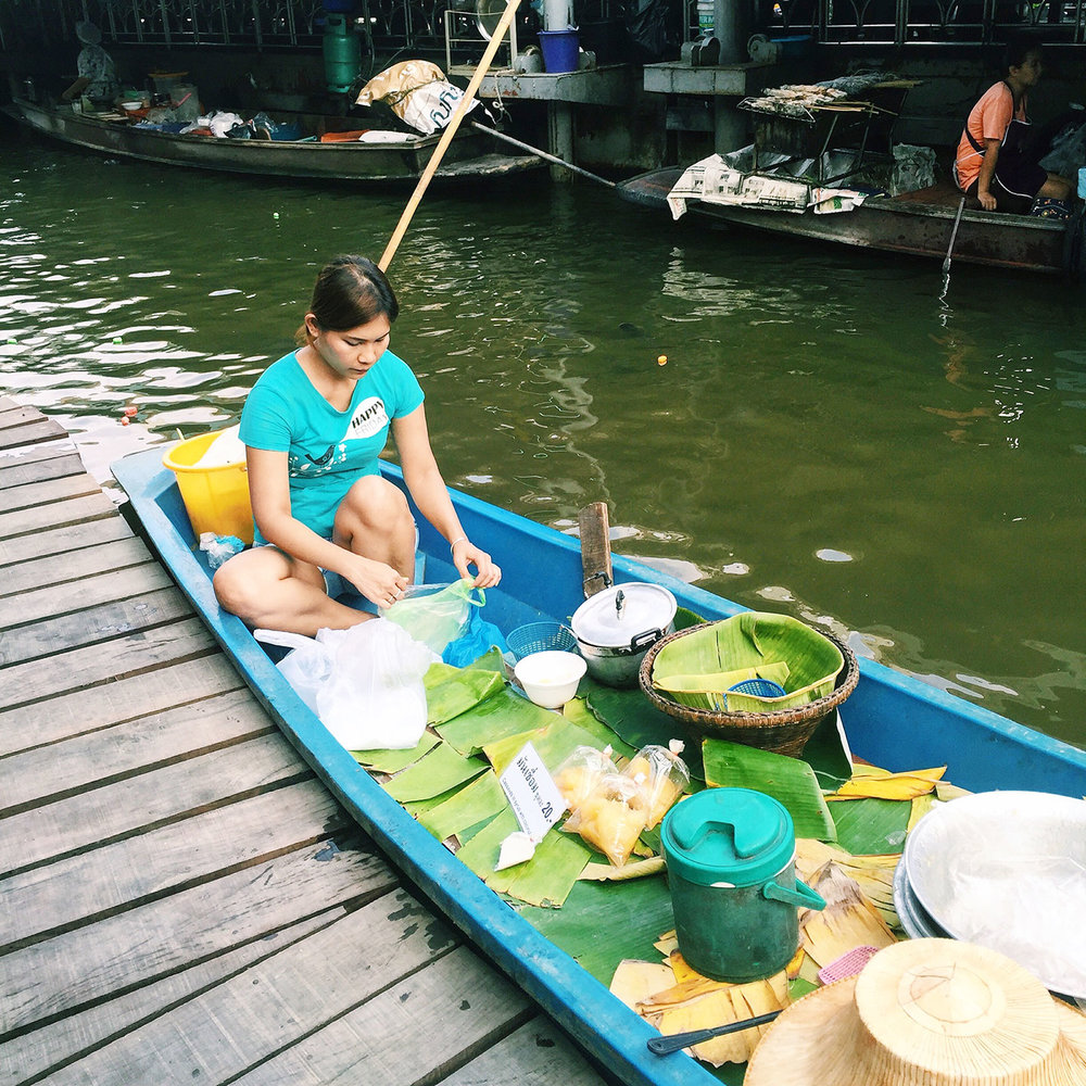 FLOATING MARKETS:  The   floating markets     of Thailand are a must see. Fresh produce, souvenirs, fresh grilled seafood, and more are sold from boats floating by on the river. Scroll down to the section on Taling Chan Floating Market below to see more!