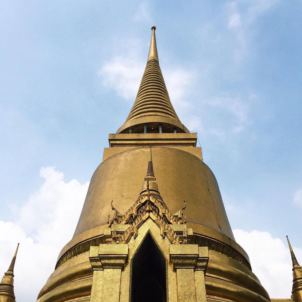 The Phra Sri Rattana Chedi in Sri Lankan style.