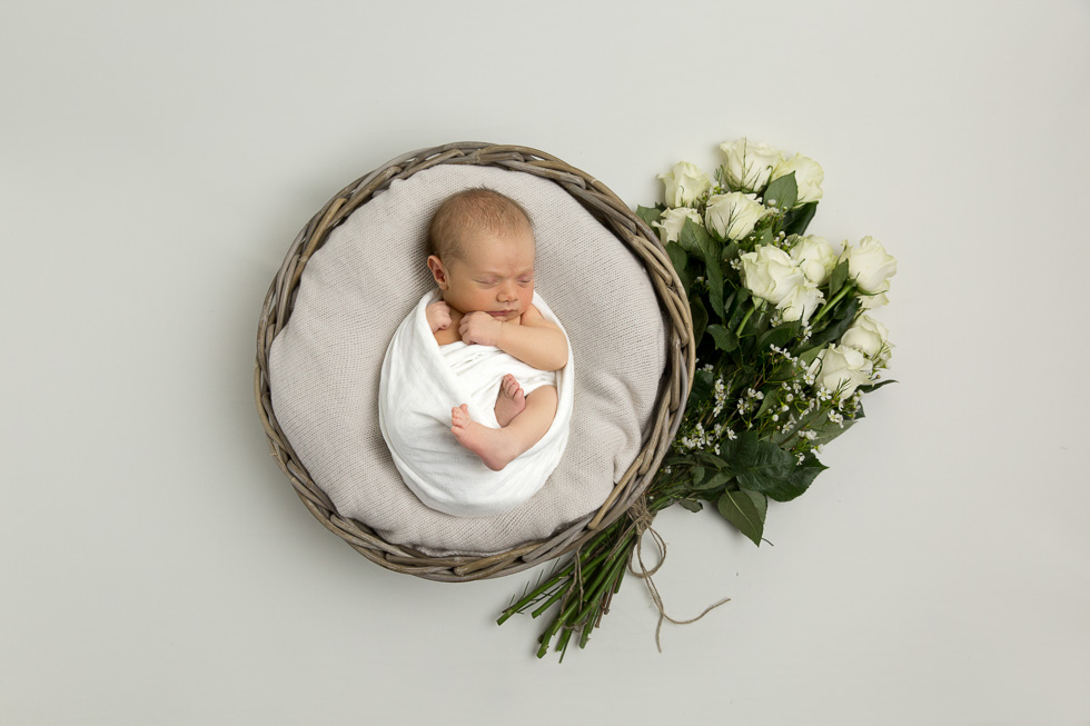 maternity pregnancy gold coast baby photographer jade read photography maternity floral wreath