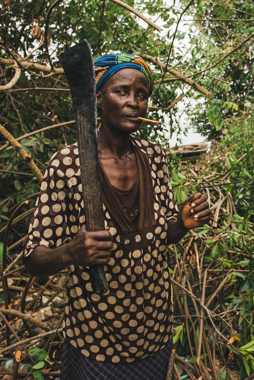 LAGOS 28-Woman with Machete.jpg