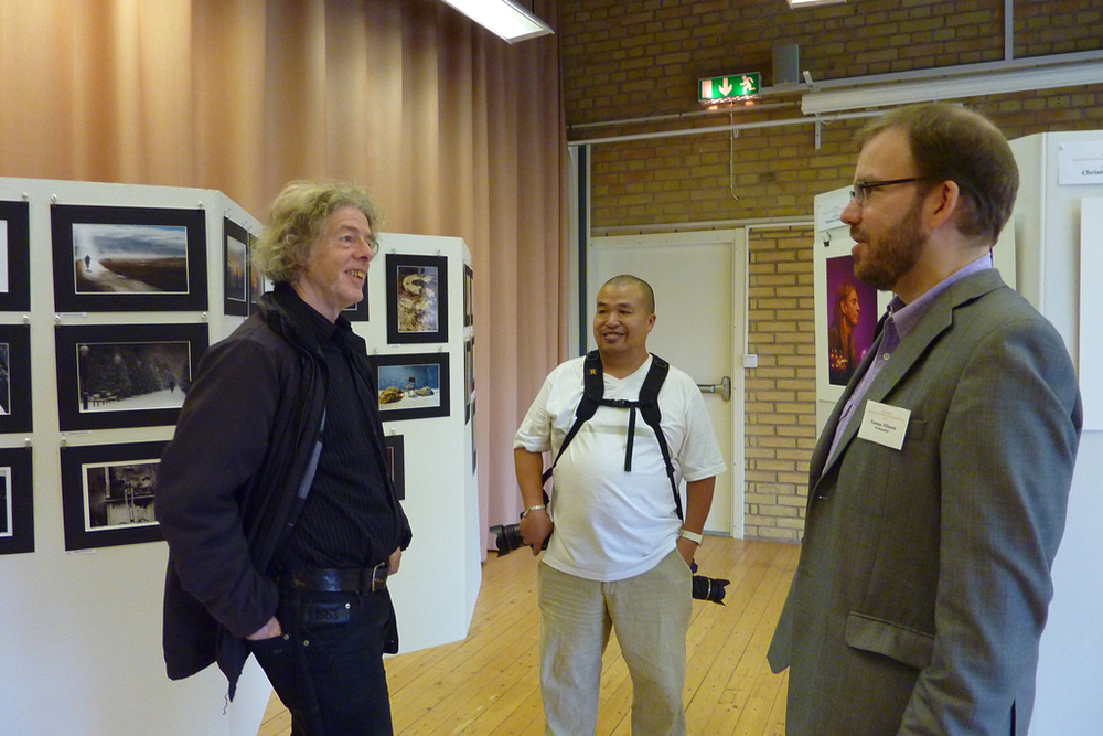 Yours truly on the right discussing photos with Christer Lindberg (L), one of the jury members and an enthusiastic guest..and hopefully future club member. Photo by Ingrid Nilsson (no relation)