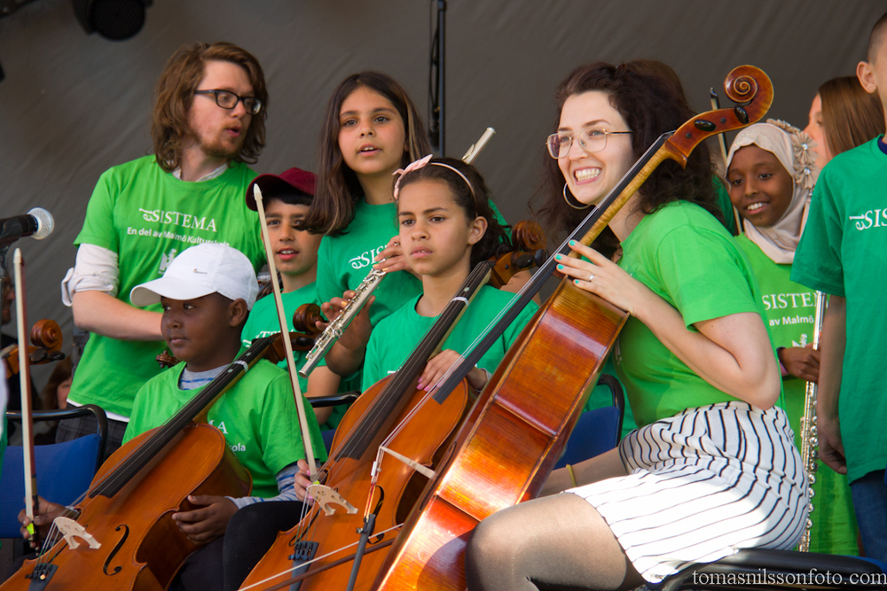 Kids from La Sistema, a project to promote integration through music take the stage to a great reception by the audience.