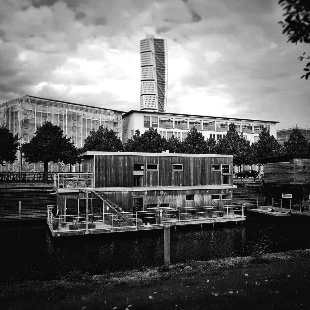 Day 256 - September 13: House boat