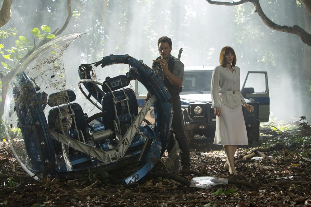 Chris Pratt and Bryce Dallas Howard in, Jurassic World
