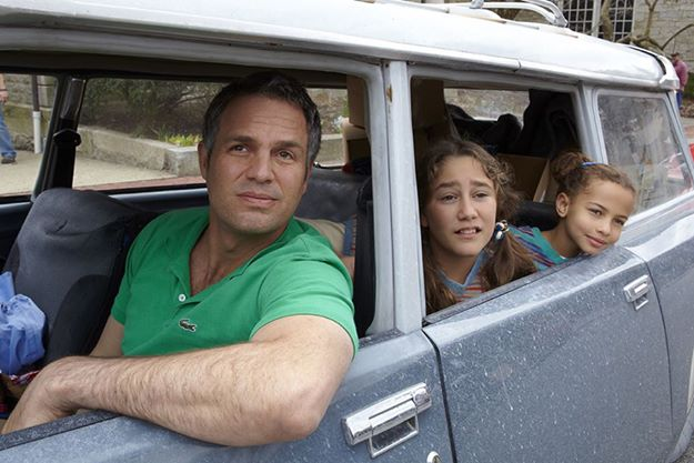 Mark Ruffalo,  Imogene Wolodarsy and  Ashley Aufderheide in, Infinitely Polar Bear