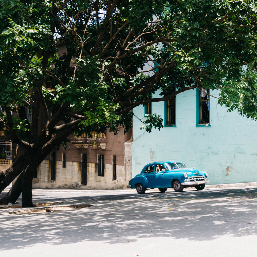 Habana_Centro_Toy_Car.jpg