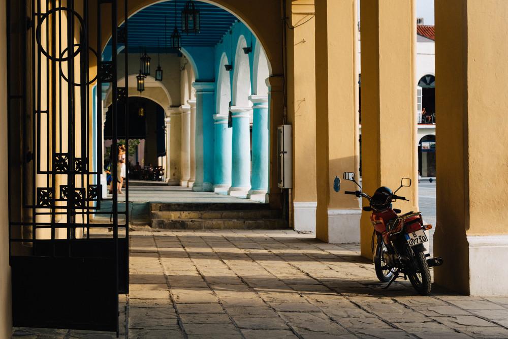 Habana_Vieja_Plaza_Vieja_2.jpg