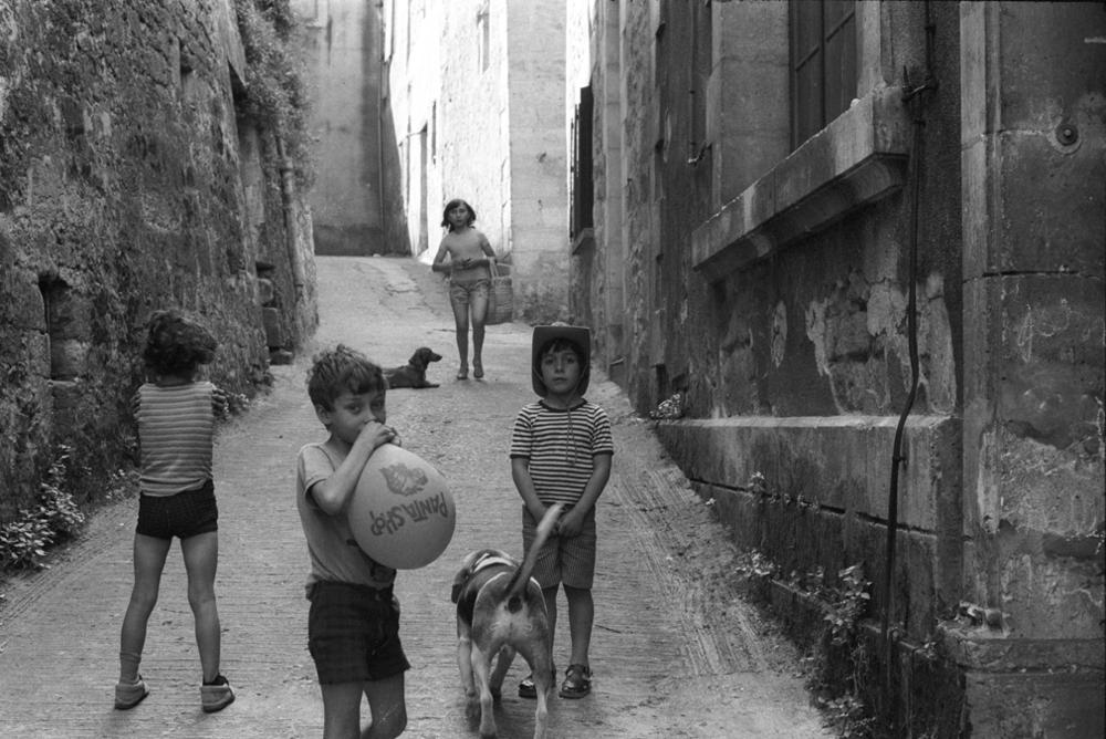 kids-on-a-street.jpg