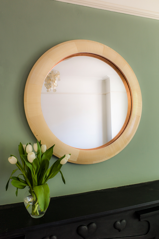 Mirror with mantle