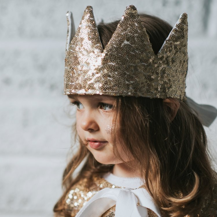 FABLE HEART IS BACK WITH AN EXLUSIVE COLLECTION FOR BON TOT! CROWNS, CAPES AND MAGICAL WANDS, BEAUTIFULLY HAND MADE IN IRELAND. BELIVE IN DRESS UP!