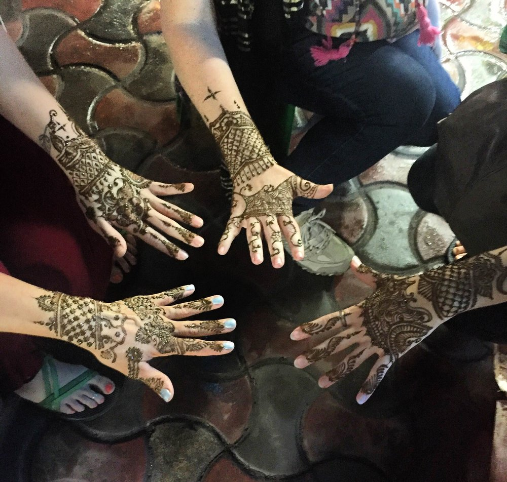 Henna tattoos ( mehendi ), India team 2016. Photo credit Abby Mayer.