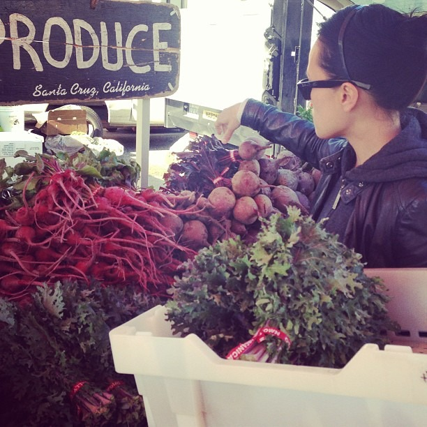 Saturday morning produce shopping with chef @connverse #craftmanandwolves #food #farmersmarket #dirtygirlproduce (at Ferry Plaza Farmers Market)