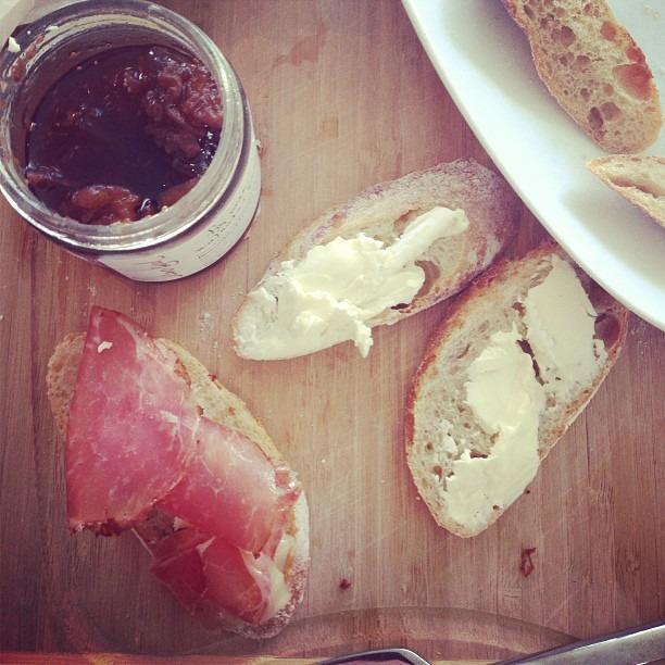 Iberico ham, brillat savarin, fig jam @organizedtourist #middaysnack #latergram #cheese @m717