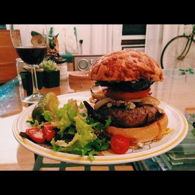 Burger night: Prather Ranch dry age beef, point reyes bay blue cheese, grilled onions, farm greens #pratherranch #goodeggs