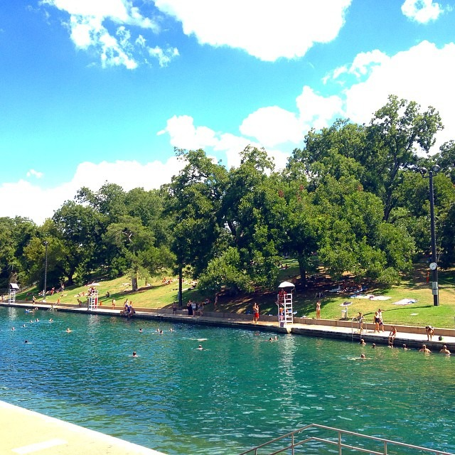 When in Austin TX, go to a swimming hole! #bartonsprings @hillarybenzell (at Barton Springs Austin TX)