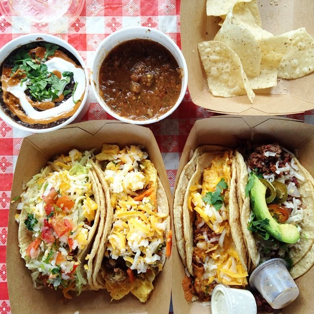 It hurts so good! @hillarybenzell #tacos #austin  (at Torchy's Tacos)