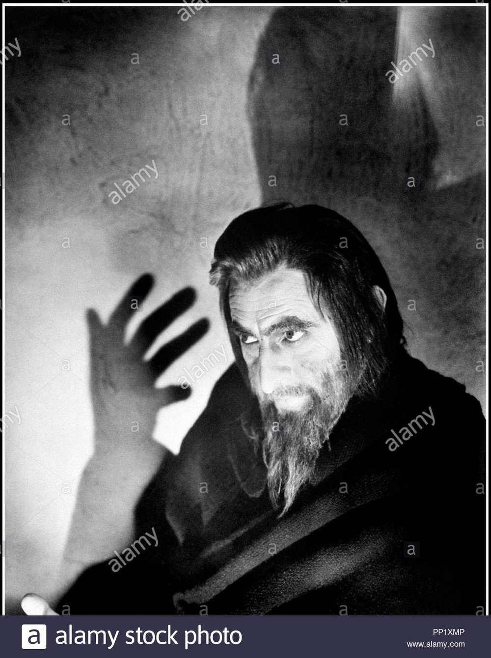 John Barrymore as  Svengali .