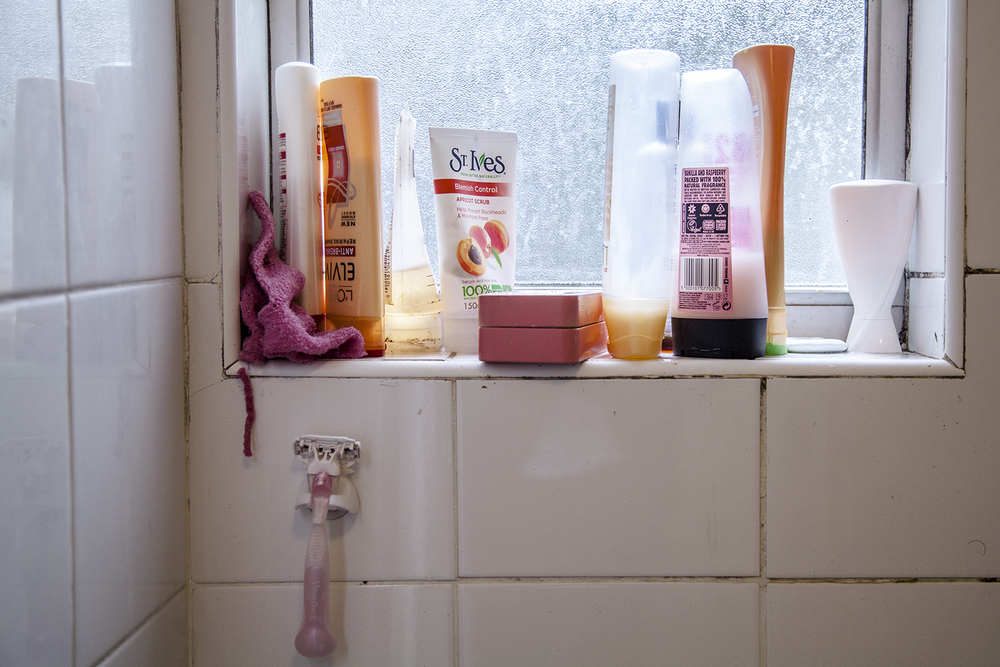 19.10.14  Pink & Orange coincidences in our grimy bathroom.