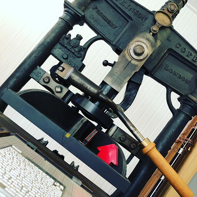 Falling in love all over again with this old boi. Prints for a new exhibition coming soon to @wattspace @mrsjodivial #handpress #ironhandpress #oldschool #putyourbackintoit