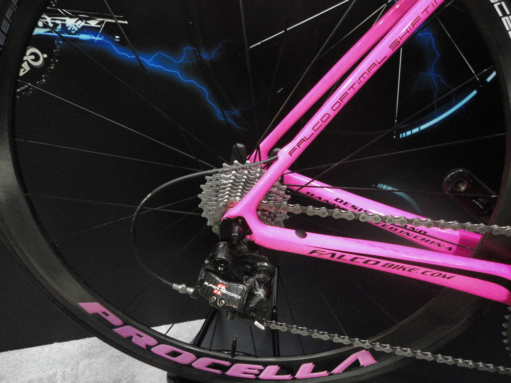 The cable routing through the seat stay makes for a cleaner curve to the derailleur.