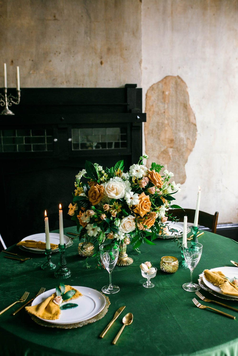 Green and Emerald Wedding Inspiration for the Guest Reception Tables - full table set up - Oahu Hawaii Wedding Photographer - Oahu Hawaii Wedding Photographer