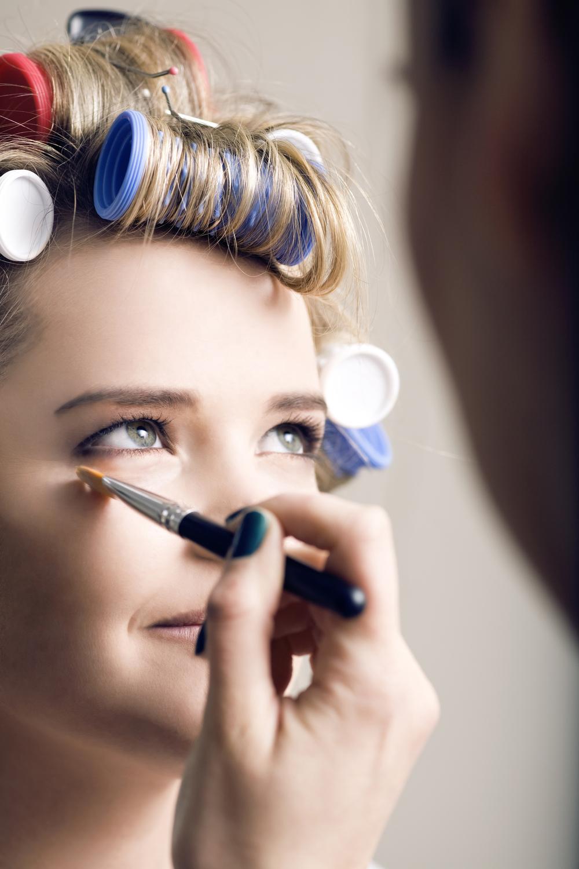 Makeup App6 Tom R.Hawkes Dark Smudge Removal.jpg