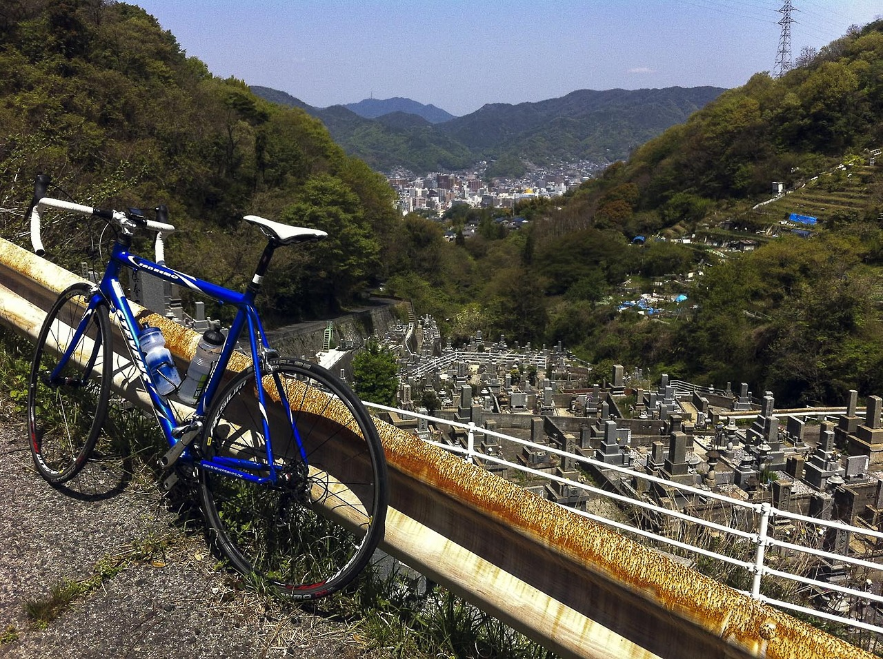 Climbing the mountains of Ondo near Kure. 30 km outside of Hiroshima. 4 km of 10% average ascent. Above 20% in maximum. Absolutely crazy for a flatland guy like me. Love it! Will be back!