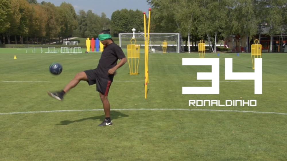 FIFA 10. Blindfolded Keepie Uppie Challenge