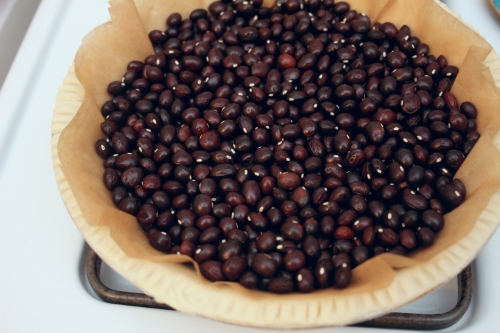 """Parbaking crust with True Red Cranberry beans as """"pie weights"""""""