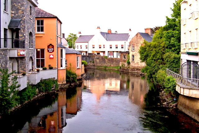 The Rowan Tree Hostel sits at a bend in the River Fergus in Ennis, Ireland