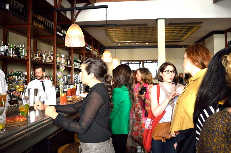 Η υποδοχή στο bar του Osterman.