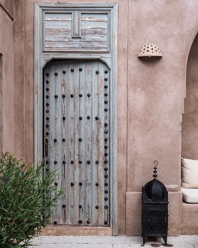 What lies behind these doors in Marrakech. This door is actually the entrance to the living area of the beautiful villa @raquelpougher and I returned to back in October. Discovered a couple of years ago, we have found our perfect escape and explore accommodation . . . . . . . . . . . . . . . . . . . .  #theprettycities#forbestravelguide#iamatraveler#goopgo#mydomainetravels#tlpicks#gglocalgems#verytandc#mycityloves#seemycity#traveldeeper#hello_worldpics#postcardplaces#traveltagged#kings_village#postcardsfromtheworld#culturetrip#bestcitybreaks #insidertravel#mytinyatlas #elledecor#abmlifeisbeautiful#bloooms#lonnymag#inspiredbyflowers#myoklstyle#allthingsbotanical#plantsofinstagram#guardiantravelsnaps#littlestoriesofmylife