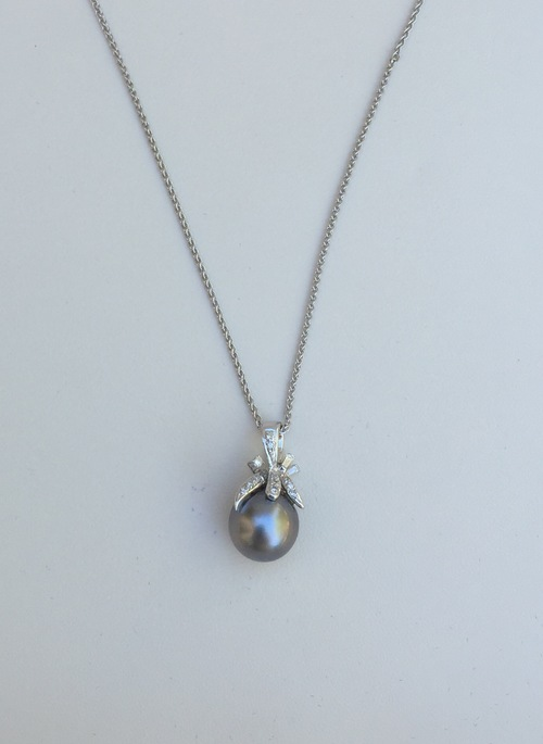 d0354f281 18K White Gold Black Pearl Diamond Necklace