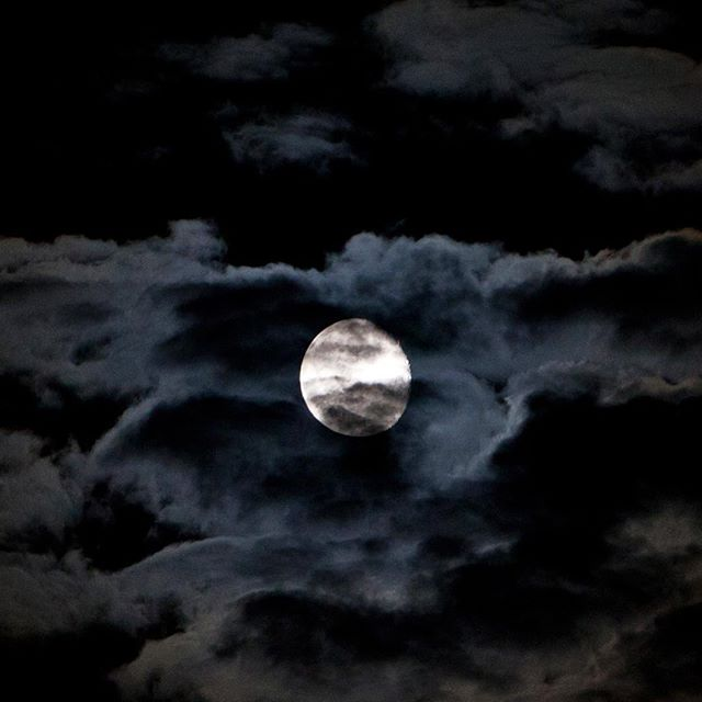 Mooooon... #moon #night #nightsky #sky #clouds #nature