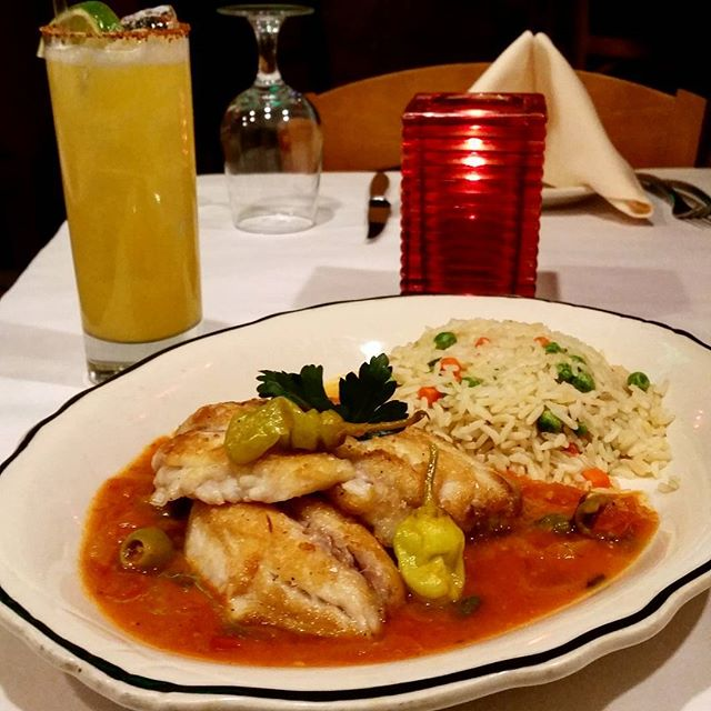 Red snapper fish, a meal worth bragging about 🍽 #WickerPark#chicago#windycity #special#MixedDrinks#RedSnapper#WhiteRice#VeracruzSalsa