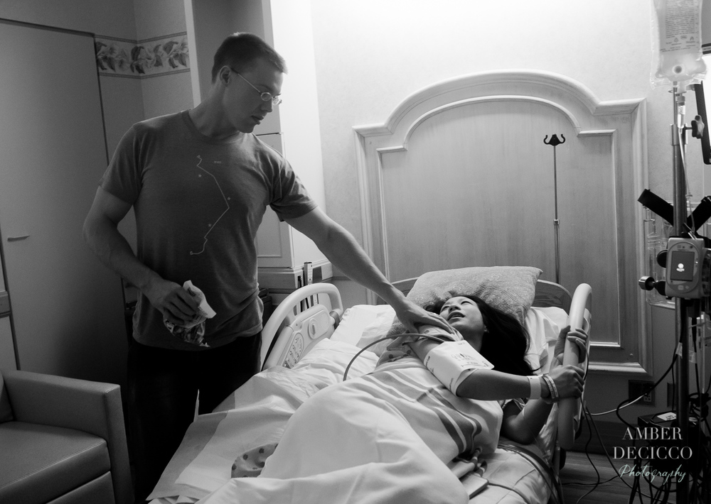 Dad comforts mom during labor | Birth Photography ©Amber DeCicco Photography