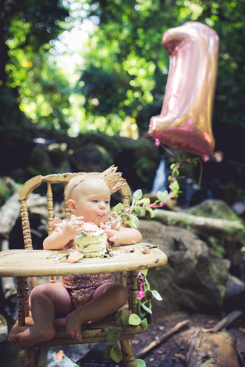 amberdeciccophotography-birthday-oneyear-cakesmash-25.jpg