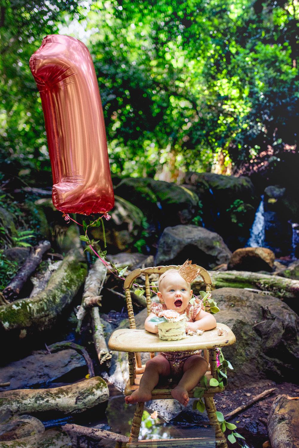 amberdeciccophotography-birthday-oneyear-cakesmash-23.jpg