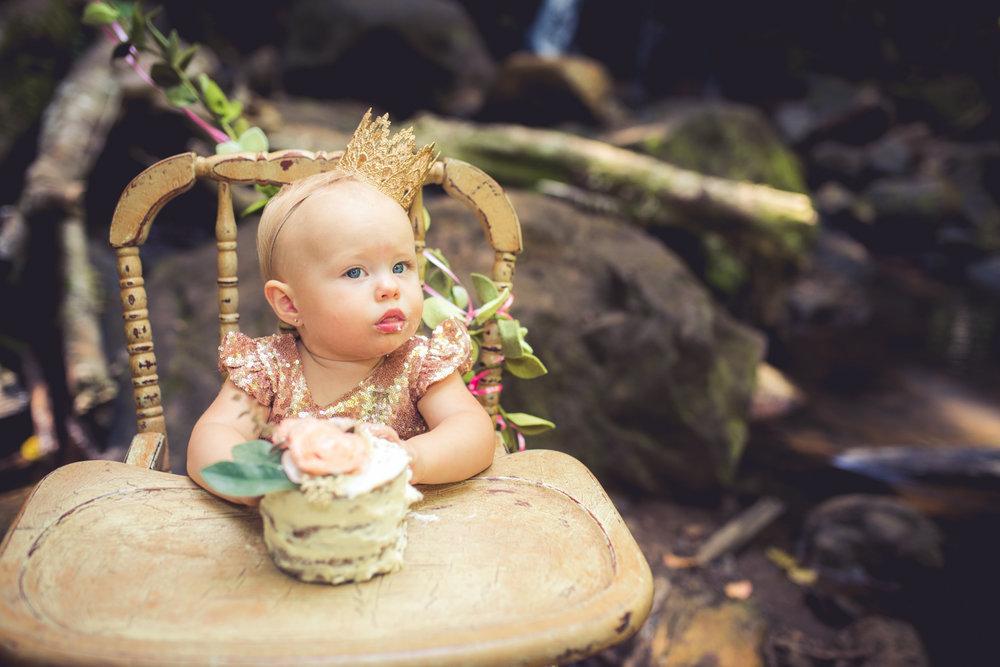 amberdeciccophotography-birthday-oneyear-cakesmash-21.jpg