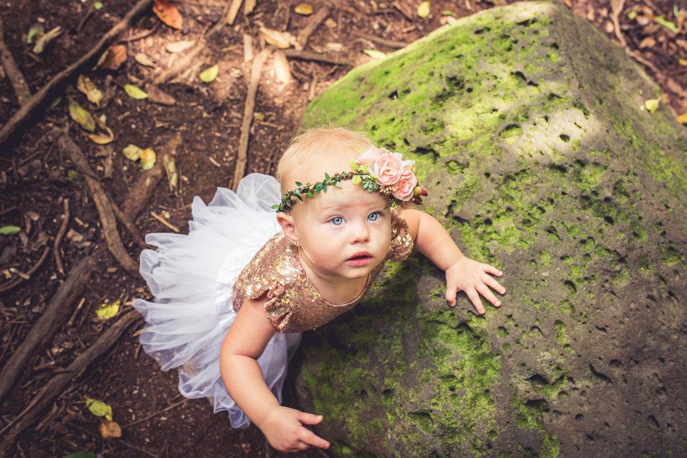 amberdeciccophotography-birthday-oneyear-cakesmash-8.jpg
